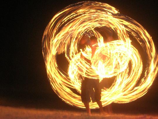 fire-dancer-sppinning-poi-koh-tao